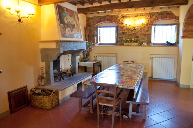 Villa with pool in tuscany rent holiday home with pool in for Piani casa villa toscana