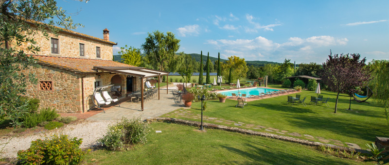 Holiday home with pool in Tuscany near Cortona and Florence